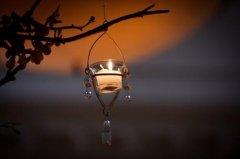 描写生活压力大的说说 夜深人静只有蟋蟀声与我相伴