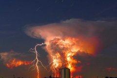 电闪雷鸣的夜晚短句 雷雨交加的夜晚心情说