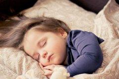 看着宝宝熟睡幸福句子 看着孩子熟睡心情短语
