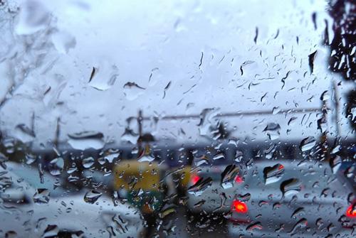 下雨天的诗句 下雨天的优美简短诗句