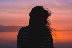 相爱却不能在一起的说说-伤感说说无法和爱