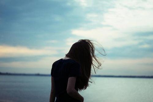 形容闺蜜疏远的句子-闺蜜感情破裂的说说形容闺蜜疏远的句子