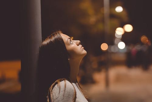 爱一个人有多苦只有自己最清楚-爱一个人有多么不容易