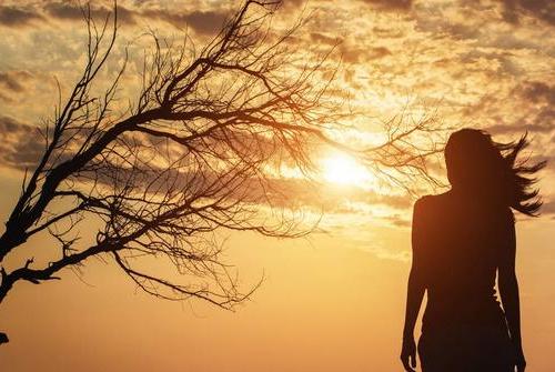 一个人旅行的说说心情-形容旅行的唯美句子形容旅行心情的句子