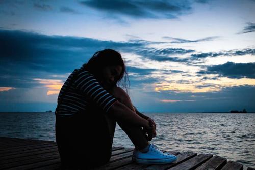 简短的抑郁到死句子 说不出的压抑和心累