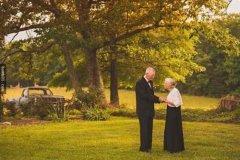 赞美一对幸福的老夫妻 赞美一对夫妻恩爱的