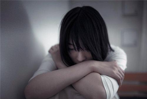 安慰一个人心里难受的话-别人伤心怎么安慰人的话句子