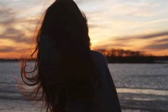 寂寞的说说心情短语-女人一个人孤单寂寞的
