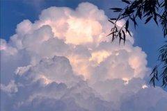 蓝天白云图片配一句话-发天空照朋友圈配句